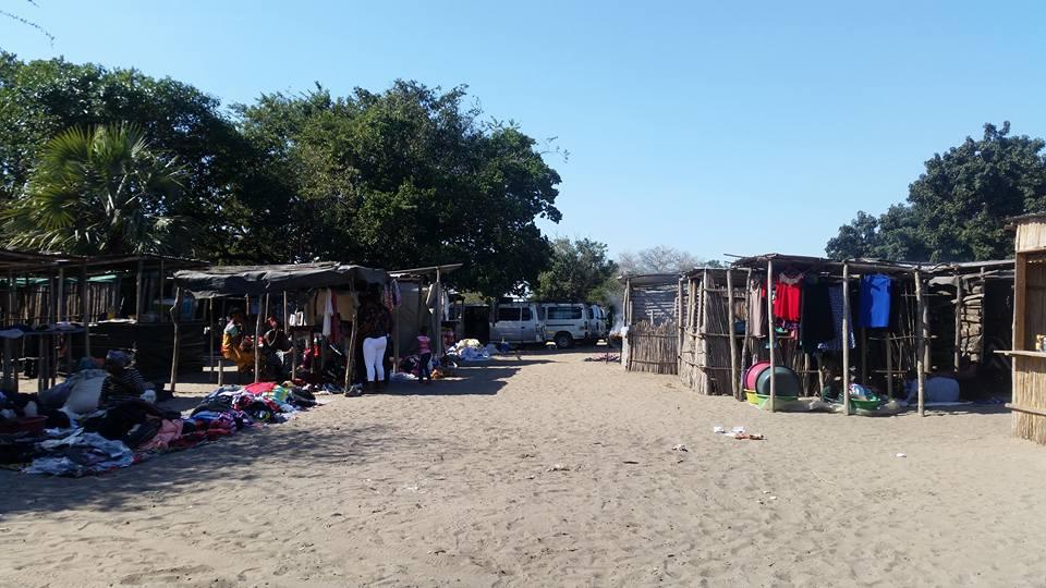 Phuza Market, Mozambique border post
