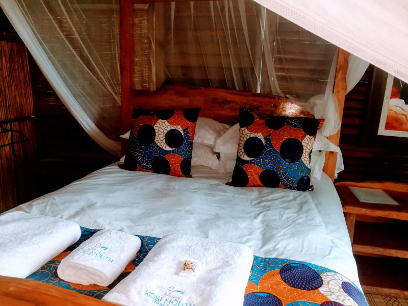 Utshwayelo Kosi Mouth Lodge and Camp Hippo Chalets